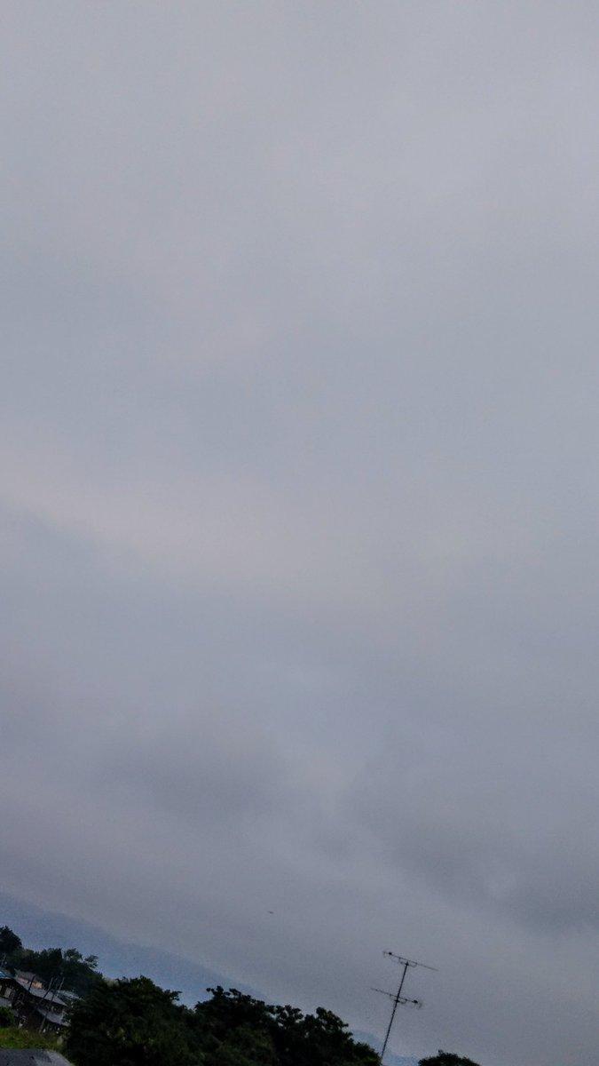 2019/06/20(木曜日)16℃ 午前5:43  天気☁ 風🍃無風 おはようございます🌅 朝からどんよりです😊🌻😉 ごきげんよう🌸😊🌸  #空ネット #イマソラ #いまそら #空のある風景 #空 #Sky #雲 #太陽 #SUN #自然 #花 #風景 #撮影 #写真 #Photo #日本 #Japan #福島県 #相馬市 #田舎 #大好き #happy #goodluck