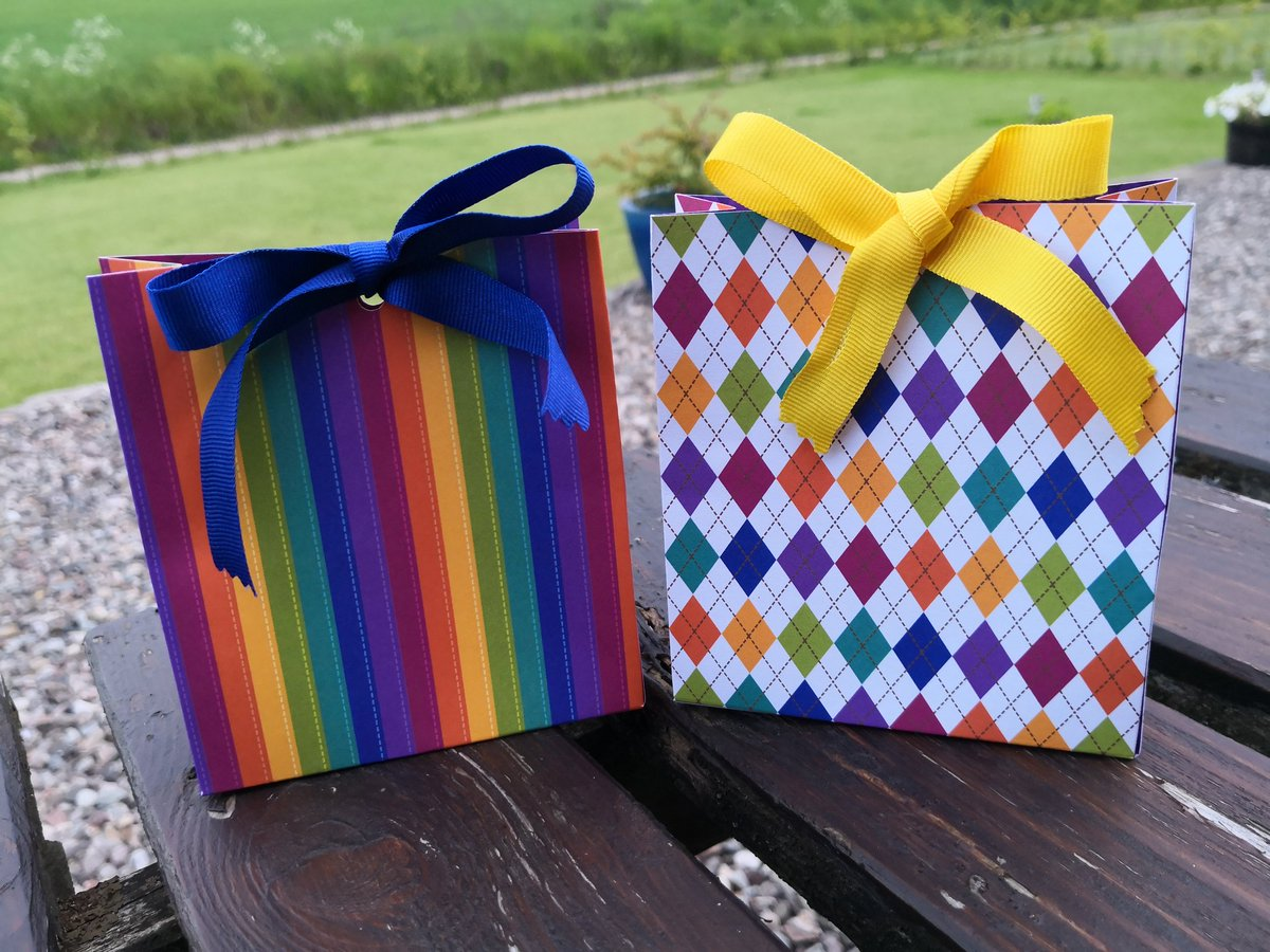 Trying out some new gift bags, what do you think Twitter? #handmade #ukcraft #stripes<br>http://pic.twitter.com/srhiiJtsSH