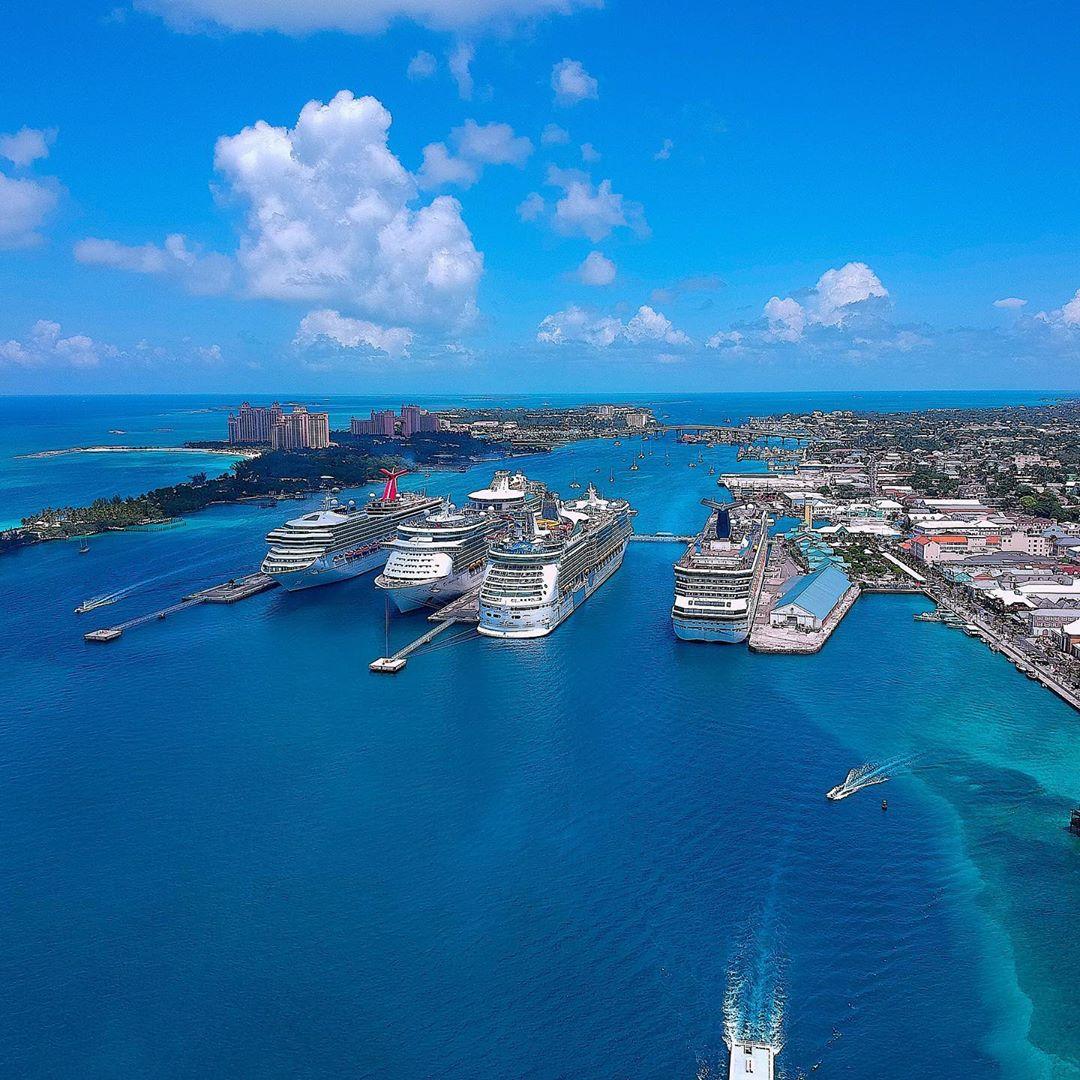 Miles de sueños y aventuras llegan a los puertos de Las Bahamas, ¿qué esperas para venir? • Milhares de sonhos e aventuras chegam aos portos das Bahamas, o que você está esperando? Foto por cruiseradio #EstoEsBahamas #Aventura #Paraíso #Bahamas #IssoEBahamas