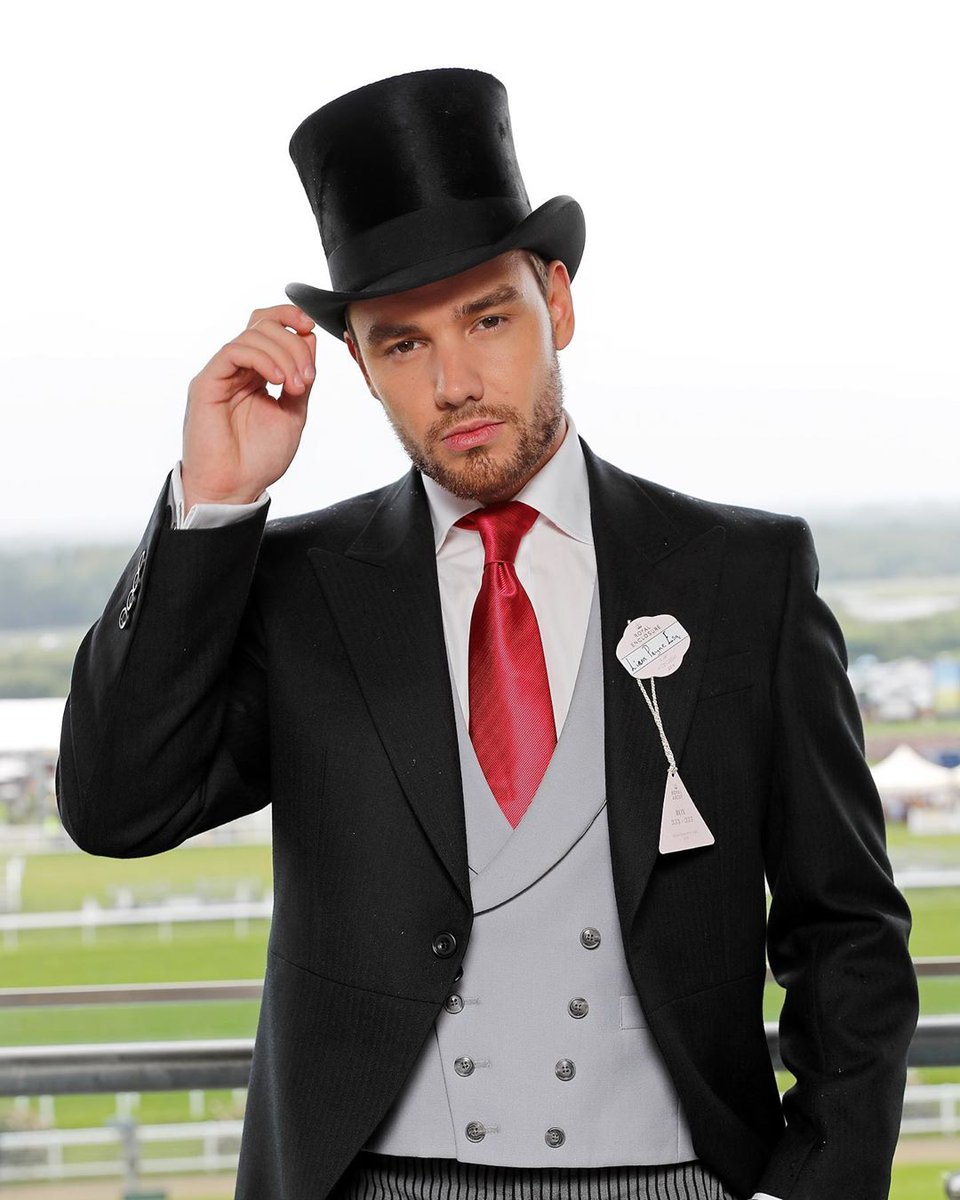 Im just going to leave this here. Youre welcome. 🎩   @LiamPayne