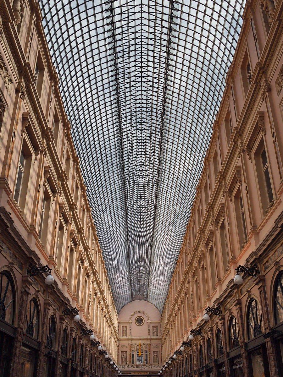 Galeries Royale Saint-Hubert, Bruselas.#belgium #bruxelles #belgica #architecture #streetphotography #belgique #galeriedelareine #travel #art #belgie #europe #artlover #architecturelovers #architecturephotography #visitbrussels