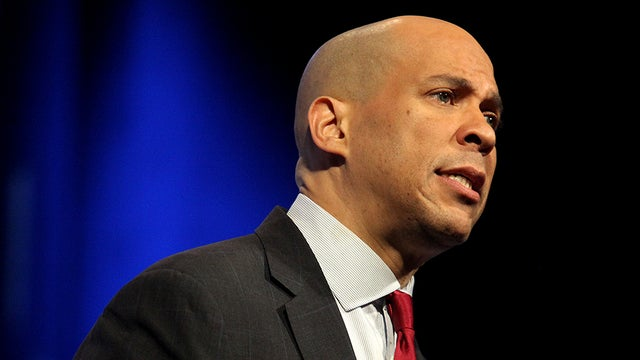 Booker calls on Biden to apologize for remarks on segregationist senators http://hill.cm/pYkyJBV