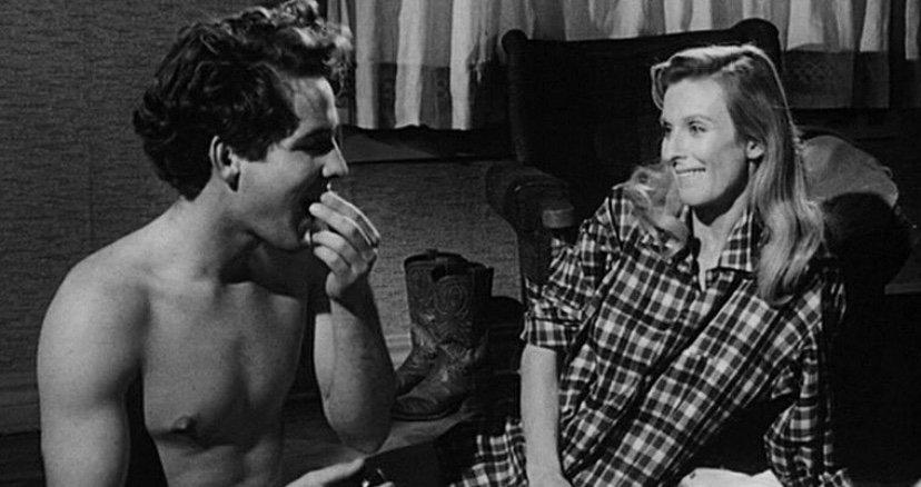 The Last Picture Show (1971)  #PeterBogdanovich #OneDaySinceYesterday #TheyAllLaughed #AudreyHepburn #BenGazzara #PattiHansen #JohnRitter #DorothyStratten #BlaineNovak #LindaMacEwen  Repost from @chalecossalvavidas pic.twitter.com/1drR0jAlaE