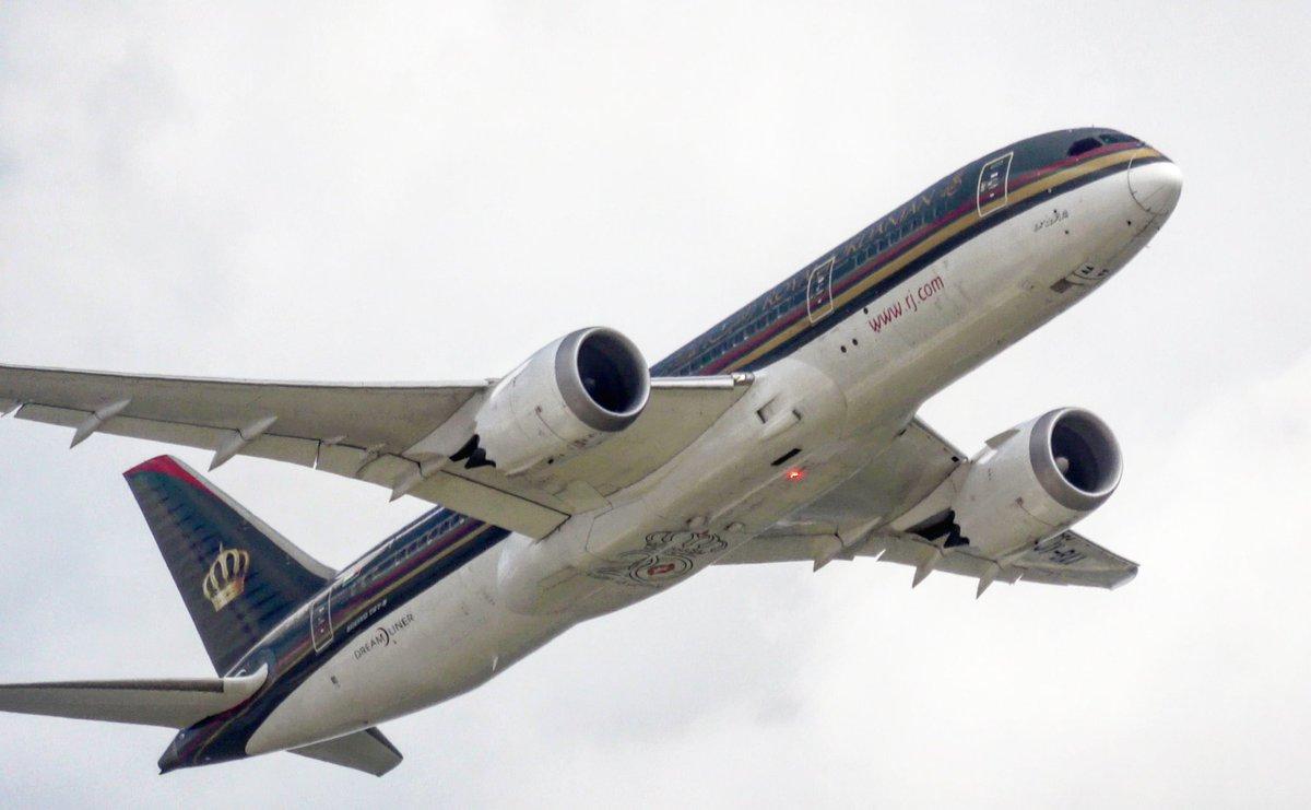 A very rare guest at @Airport_FRA! The Royal Jordanian787-8 departing to Berlin  #Boeing #Boeing787 #Dreamliner #royaljordanian #royaljordanianairlines #frankfurtairport #Frankfurt #aviation #avgeek #Avgeeks #aviationlovers #planespotting