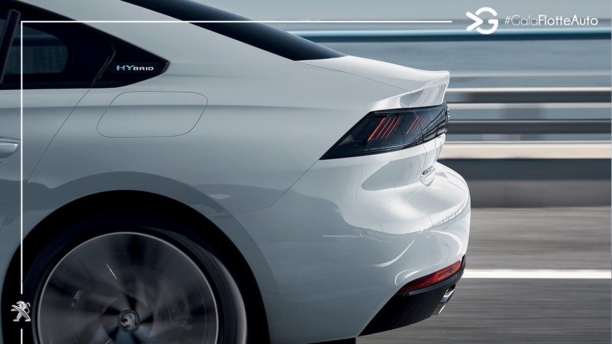 Les nouvelles #Peugeot508 Hybrid et #Peugeot508SW Hybrid associent le moteur PureTech 180ch à un moteur électrique de 110ch pour une puissance combinée maximale de 225ch avec des émissions de CO2 inférieures à 49g par kilomètre. #UnboringTheFuture #PlugInHybrid #GalaFlotteAuto