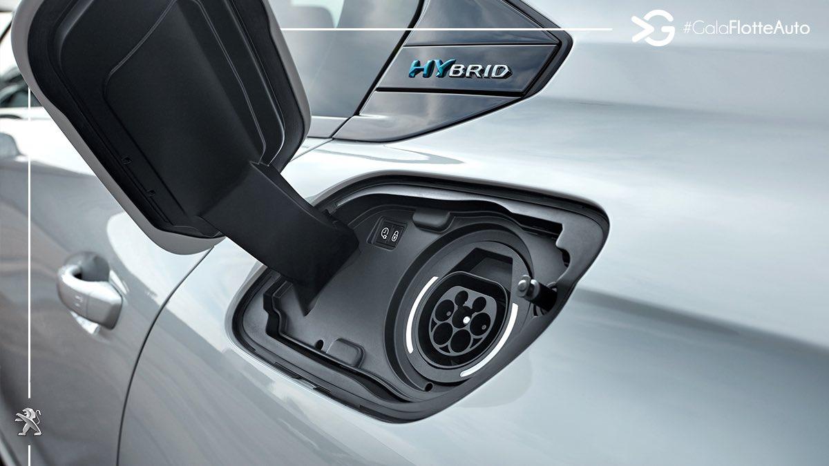 La batterie des #Peugeot508 & #Peugeot508SW Hybrid dispose d'une capacité de 11,8kWh et assure une autonomie 100% électrique de 40 kilomètres WLTP. #UnboringTheFuture #PlugInHybrid #GalaFlotteAuto