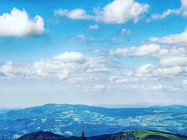 #sky #cloud #mountainousLandforms #mountain #cumulus #mountainRange #blue #naturalLandscape #highland #ridge #hill #fell #hillStation #landscape #horizon #meteorologicalPhenomenon #tree #photography #alps #massif #summit #mountScenery #panorama #city #ro… https://www.instagram.com/p/By5p-9EI70I/