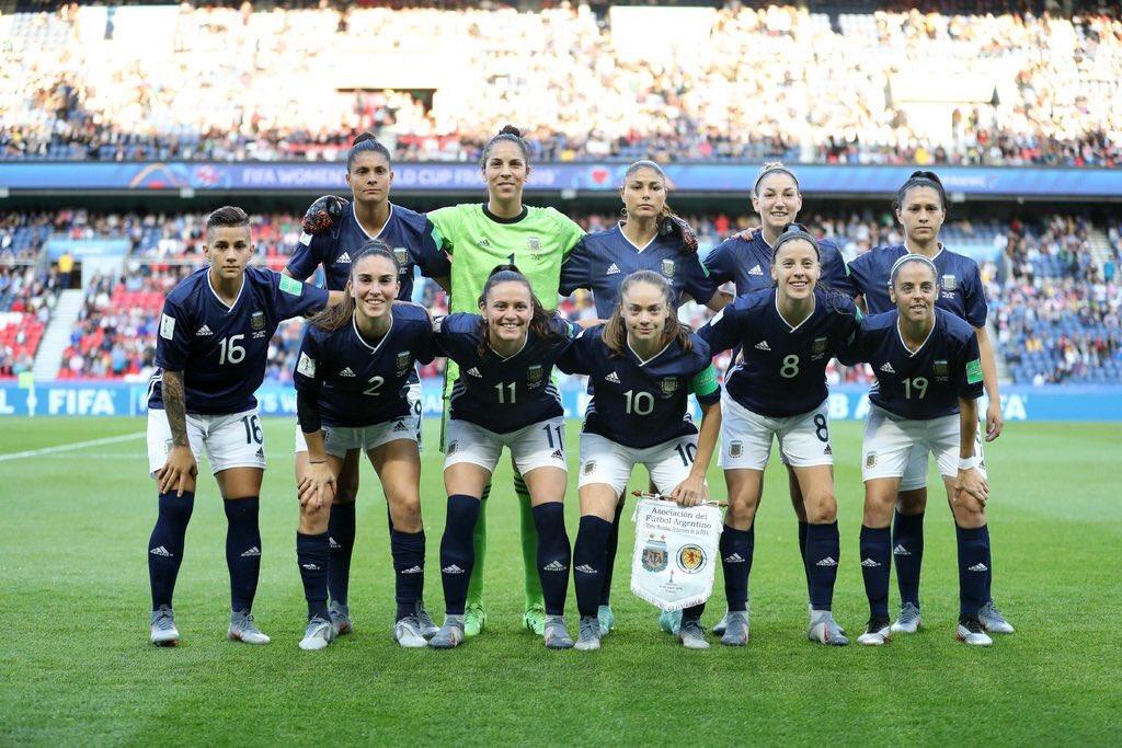 Orgullosa de este equipo 💪🙌🇦🇷❤ #garra #orgulloargentino @Argentina #SomosArgentina #WWC2019 @FIFAWWC #SCOARG @FIFAWWC_ARG #DareToShine #ARG #FIFAWWC