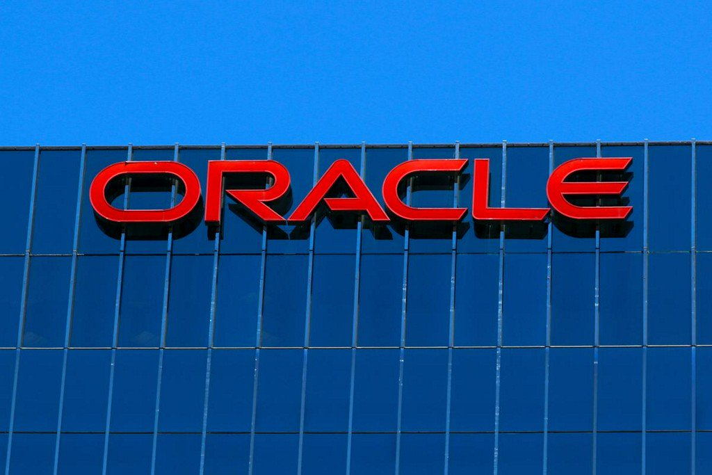 Oracle quarterly profit beats estimates; shares rise