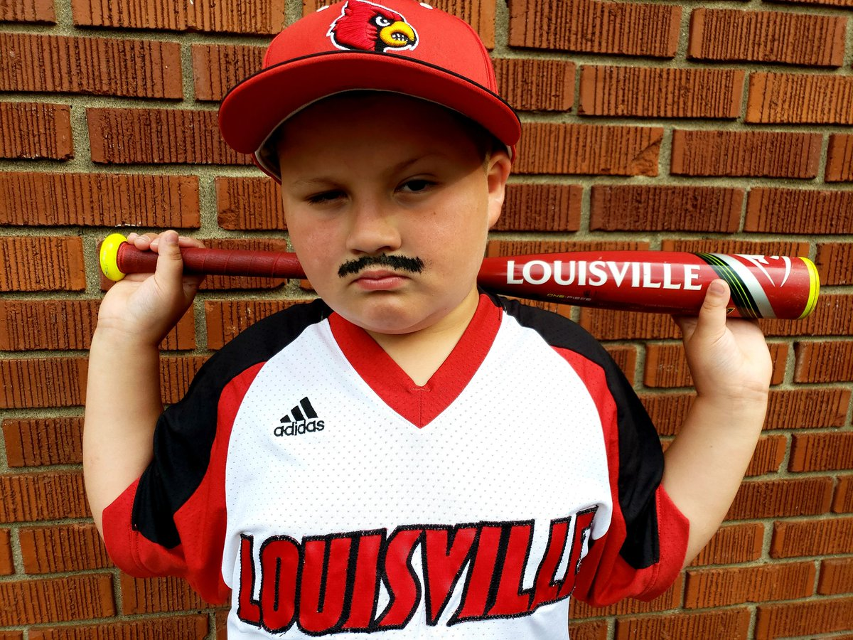 RT @ErinWinebrenner: Cards win! #omahastache @LouisvilleBSB @lukeskywalka11 @vincetyra @gocards #GoCards https://t.co/6Ww61tngTP