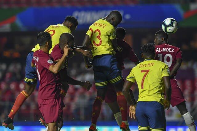 No lo grite, Colombia: le ahogaron el grito de gol a Roger Martínez por fuera de lugar http://tinyurl.com/y2fmfkwv#VamosColombia