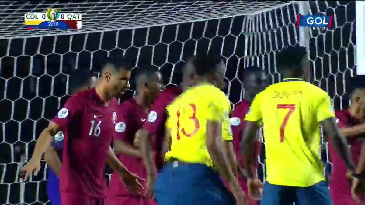 #VamosColombia ¡Sin puntería! Yerry Mina le ganó a todos en el tiro de esquina, pero no generó peligro en el arco de Catarhttps://copaamericaenvivo.gol.caracoltv.com/
