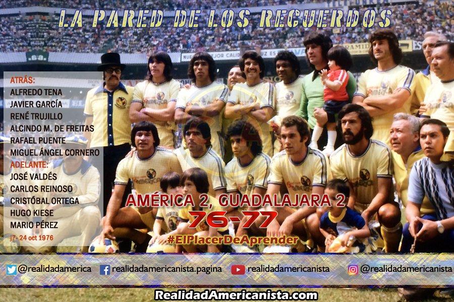 Hoy es miércoles de #LaParedDeLosRecuerdos y aquí está el @ClubAmerica que jugó ante las @Chivas del #Guadalajara en la temporada de #LigaMX 76-77, duelo disputado en el #EstadioAzteca. #ElPlacerDeAprender  #RealidadAmericanista  #PareceQueFueAyer