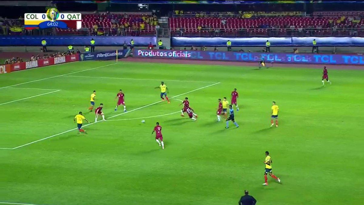 ¡Que jugada, Roger! El atacante vuelve a tener una oportunidad clara, pero el arquero catarí evitó el gol 'tricolor' #VamosColombia https://copaamericaenvivo.gol.caracoltv.com/