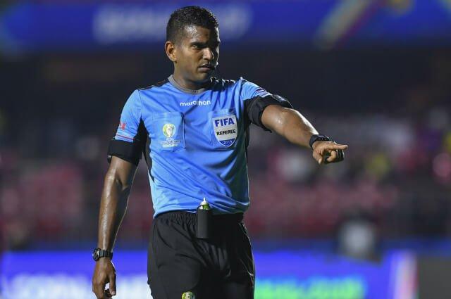 El árbitro dijo penalti para Colombia, pero el VAR anuló la decisión: el 0-0 se mantiene  http://tinyurl.com/yy38a4c3 #VamosColombia