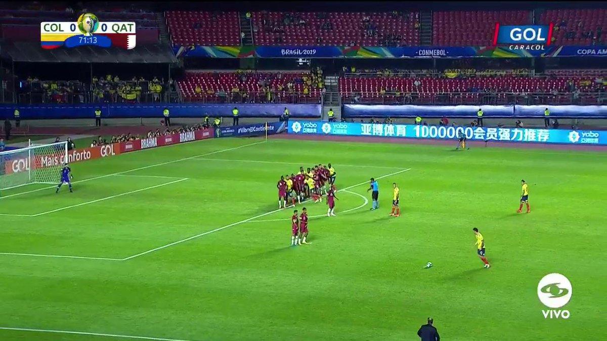 #VamosColombia Ahora la opción para Colombia es de tiro libre, pero el arquero estaba bien parado y evita el gol 'tricolor' https://copaamericaenvivo.gol.caracoltv.com/