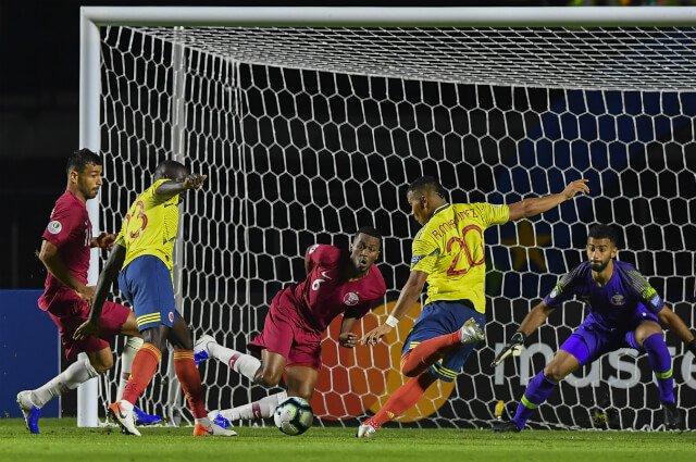 Roger, el más peligroso en el ataque: Colombia sigue haciendo todo para ganar el partido http://tinyurl.com/y6rvf8yh #VamosColombia