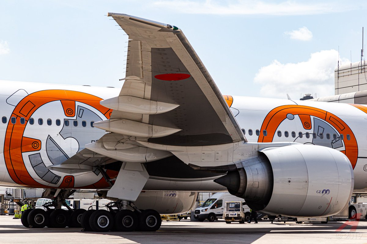 #WingsWednesday! The massive right wing of JA789A (#BB8) supports the massive GE90-115B and a full fuel load for the trip home to Tokyo. #AvGeek #StarWars