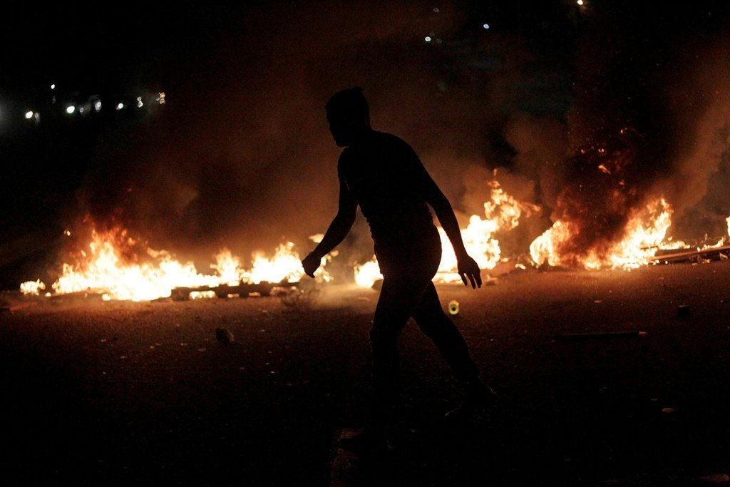 Anti-riot police step back from Honduras protests, fueling demonstrations http://www.reuters.com/article/us-honduras-protests-idUSKCN1TL055?utm_campaign=trueAnthem%3A+Trending+Content&utm_content=5d0b1c59e84fc20001cf0bcd&utm_medium=trueAnthem&utm_source=twitter…