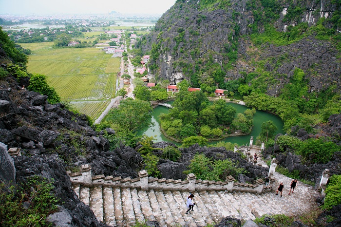 Hoa Lu – Mua Cave – Tam Coc Boating – Bich Dong Pagoda – 2 Days/1 Night  http:// hanoicar.com.vn/detail/catid/7 2/itemid/122290/hoa-lu--mua-cave--tam-coc-boating--bich-dong-pagoda--2-days1-night   …  <br>http://pic.twitter.com/amEa4sNLh9