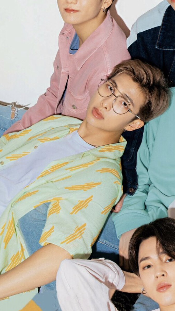 RT @J00NBABE: joon in glasses >:( https://t.co/mBq067EOXl