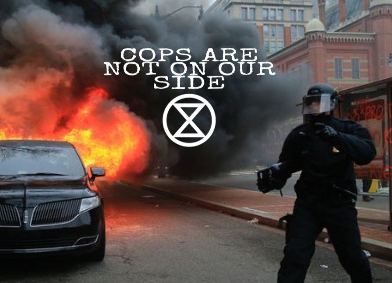 #extinctionrebellion now saying that all cops are class traitors.  #ACAB https://t.co/gwnvVz6aXG