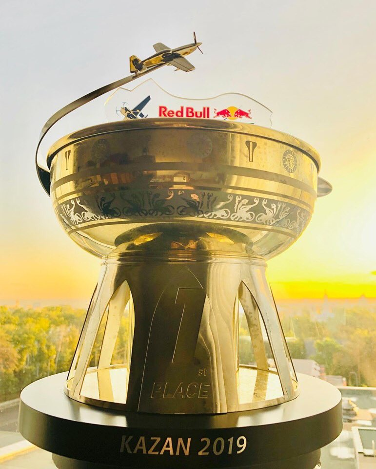 Back home with big trophy! Big thanks to who support to make it happen!!! トロフィーとともに帰国しました! #airrace #YoshiMuroya #FALKEN #Breitling #LEXUS #RedBull