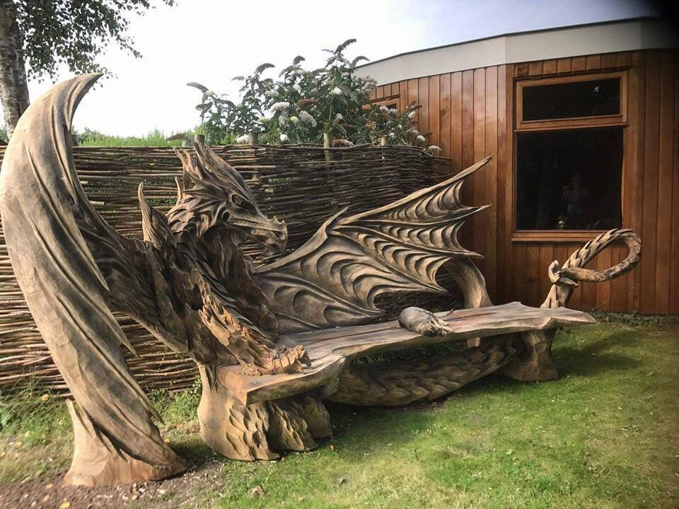 RT @BookChat_: Dragon bench https://t.co/2AF0MpZqa0
