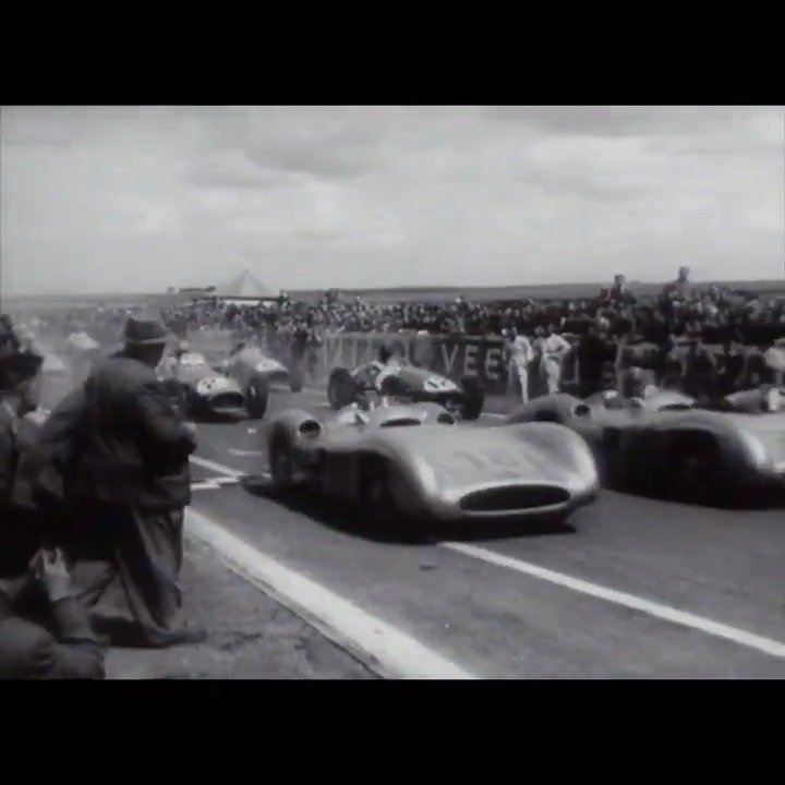 ⌛ #ThrowbackThursday all the way back to the 1954 #FrenchGP, the first Grand Prix in @F1 for @MercedesBenz!   And here's what happened 👇