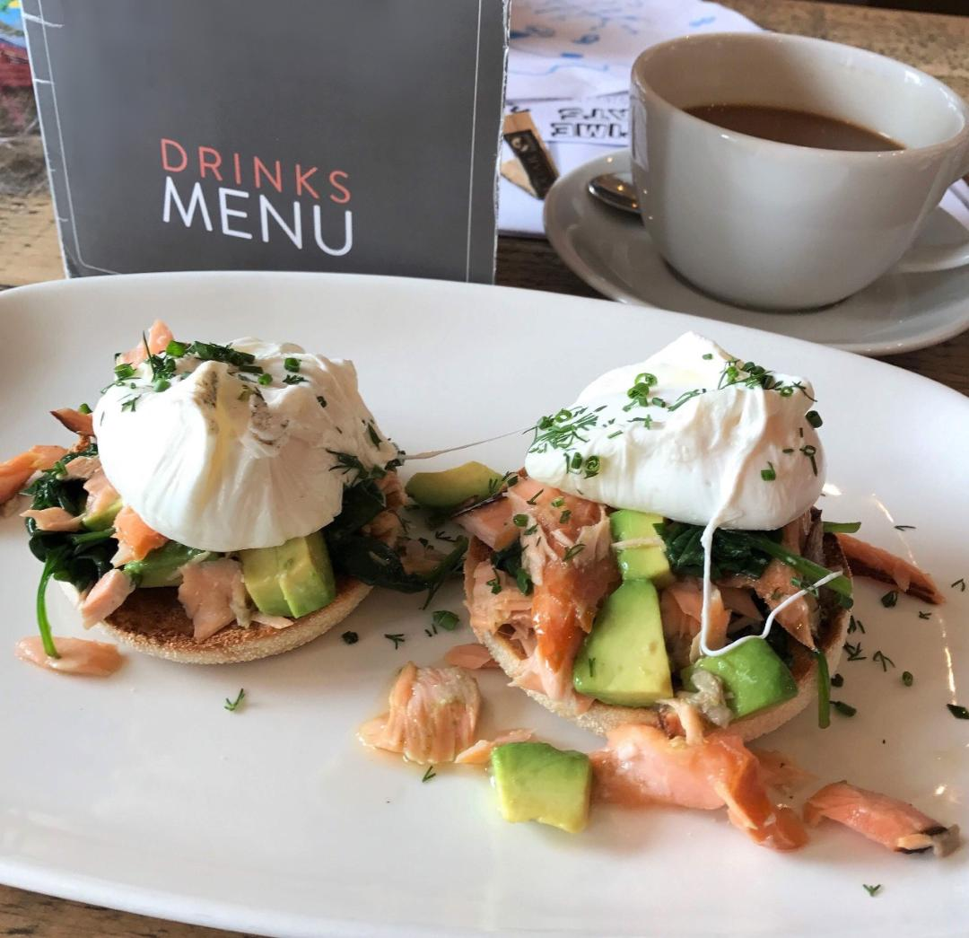 Heading to the coast this weekend? 🏖️  Visit our sister restaurant @HinniesRest in Whitley Bay for their egg-cellent brunch between 9.30-11.30am on Saturday or Sunday. 🍳☕  http://ow.ly/z5zp50uHPz3 #whitleybay #brunch #eggsroyale