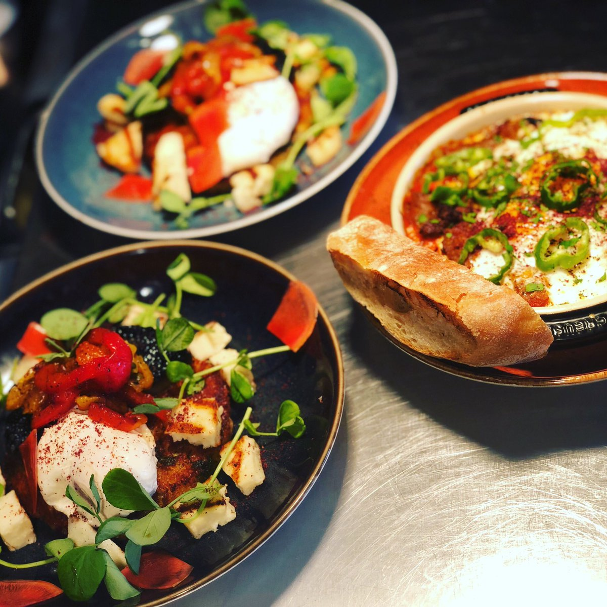 Book in for brunch this Saturday while you still can! @heidibalham offers a peaceful, relaxing experience to ease you in to your Saturday plans 🙂😌! 10am-4pm with £6 Chapel Down Brut #foodandwine #chapeldown #brunch #southlondon #hangovercure #secretbarsoflondon #heidiwine