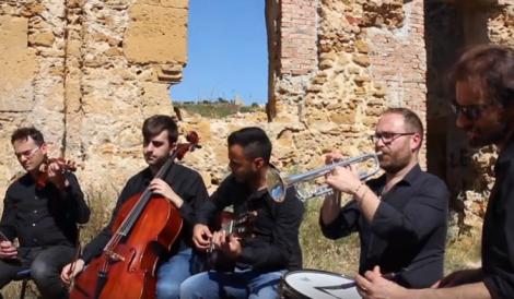 Cinque professori di Ribera celebrano la musica e la poesia di Fabrizio De Andrè (VIDEO) - https://t.co/IsJ5r6D3Nj #blogsicilianotizie