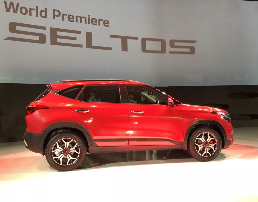 #KiaSeltos comes with BSVI diesel and petrol engines, offering 3 automatic transmission options - IVT, 7DCT, 6AT, along with 6 Speed Manual transmission