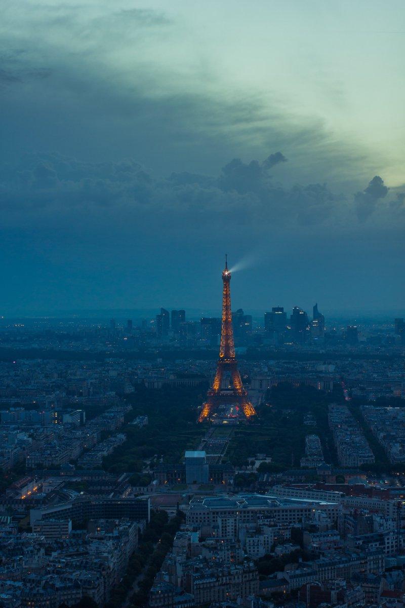 Array - paris hashtag on twitter  rh   twitter com
