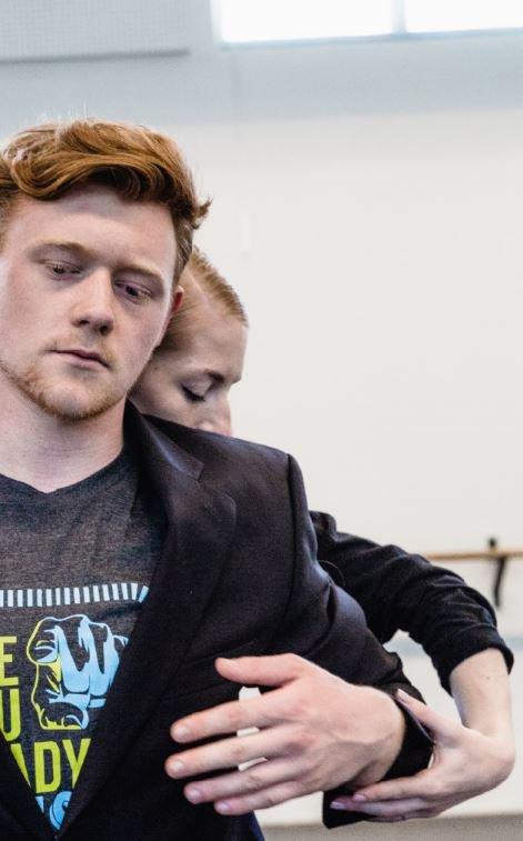 toitoitweet > dansers en choreografen De Ontmoeting NEXT: Performing on demand > straal op het podium vanavond in Theater aan de Rijn > introdans.nl/ontmoeting