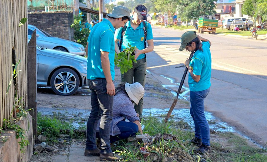 "Paraguay - Students of ""Carlos Pfannl"" Agricultural Institute plant 600 trees https://t.co/nb1wuSPIP4 https://t.co/HJjdpalrCQ"
