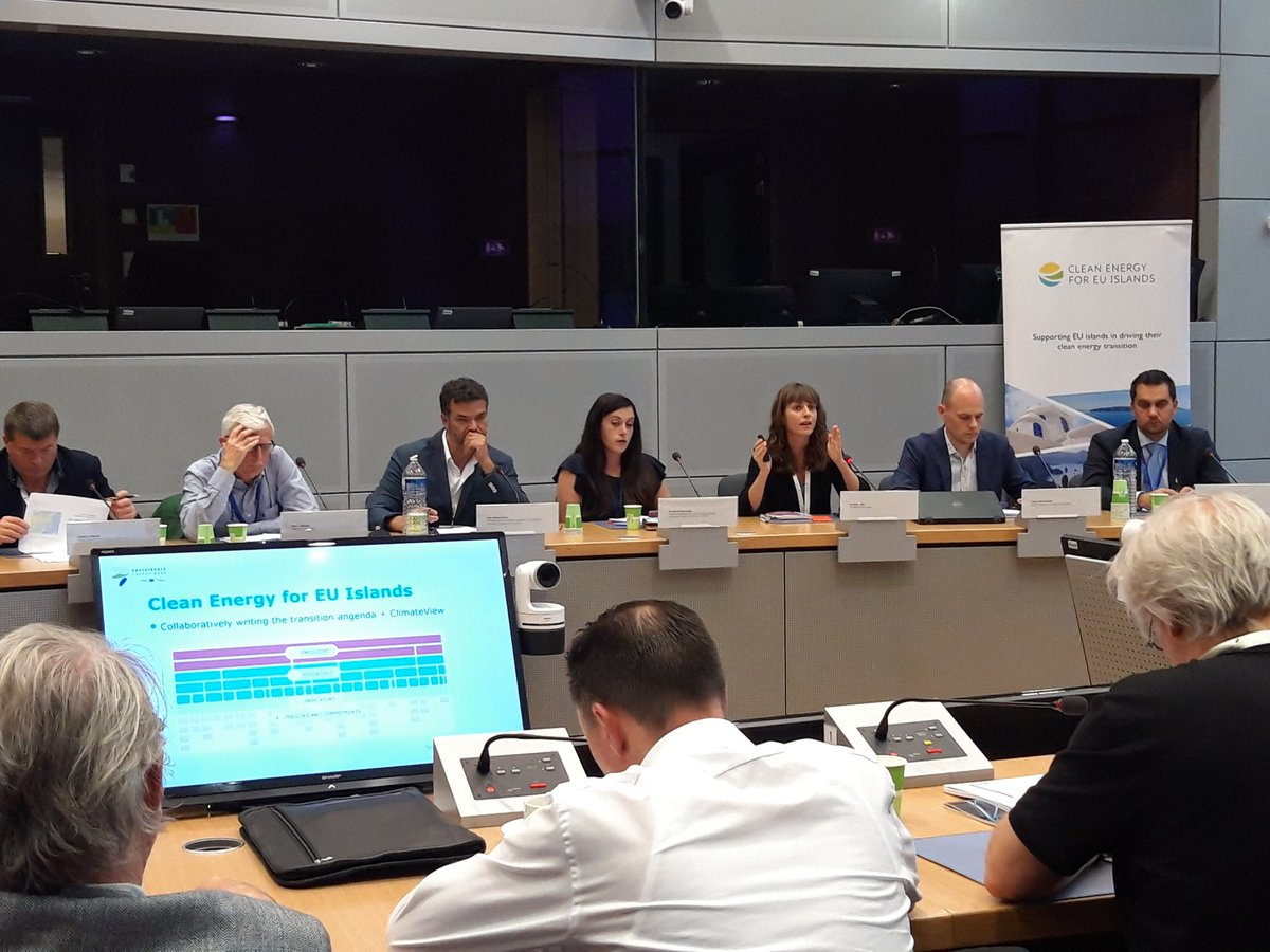 European Commission states its support at #EUSEW19 for the #citizen-led #energy transition on the #island of La Palma. Inspiring presentation by Nuria Albet of @LPRenovable on how citizens can bring together a #community