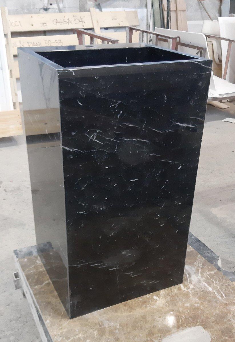 🇮🇹 Lavandino in marmo Nero Marquina.  🇬🇧 Sink in Black Marquina Marble.  #marmo #nero #marquina #architettura #scultura #design #pietra #naturale #lavandino #marble #black #marquina #architecture #sculpture #stone #natural #sink