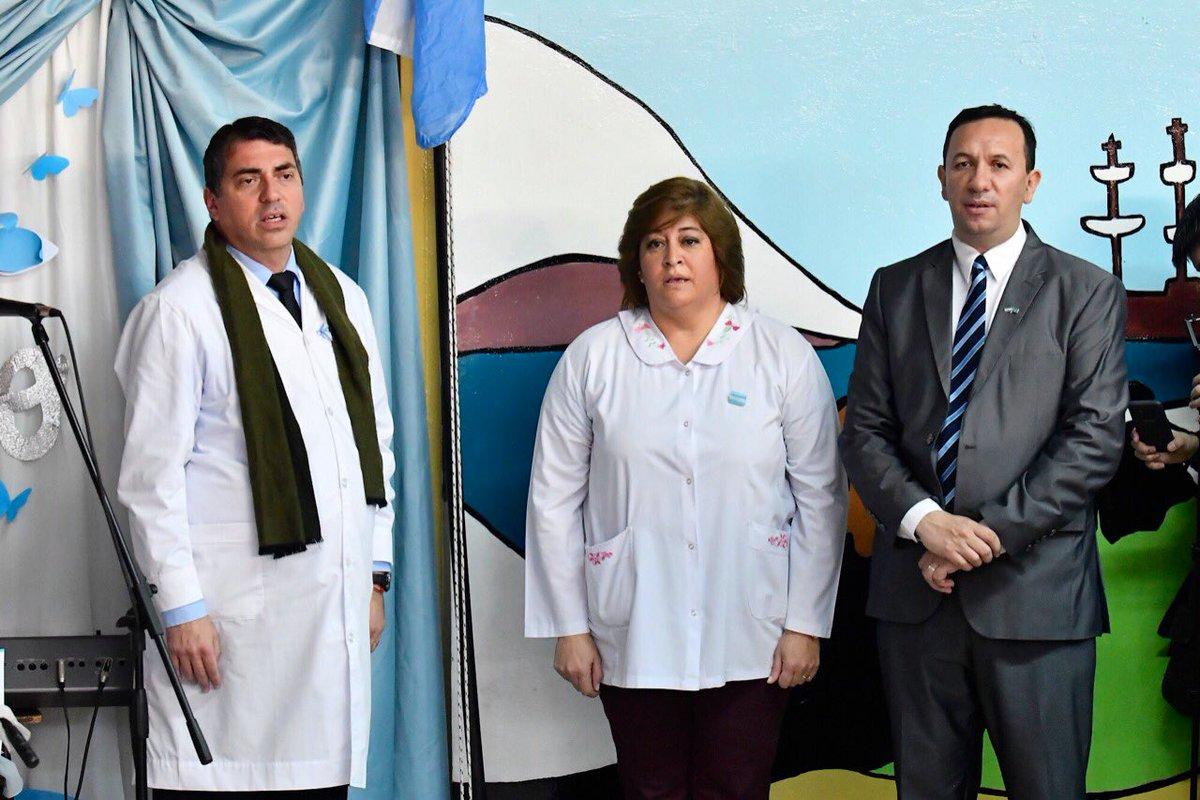 #AhoraTrelew #DíaDeLaBandera El intendente @TWAMaderna preside el acto de promesa a la bandera de los alumnos en la escuela 40.