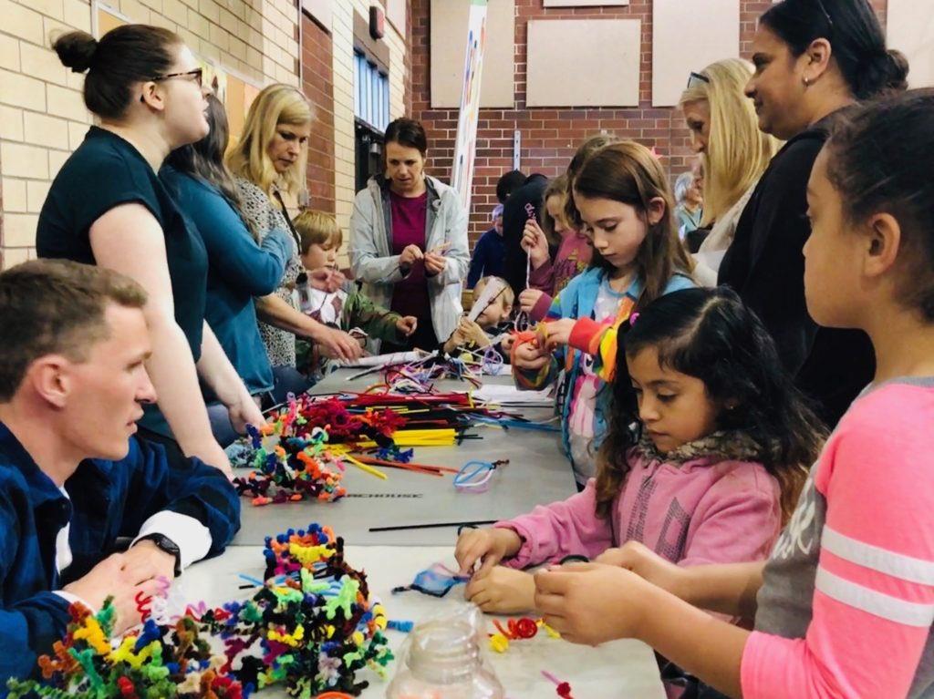 """The brain people are here! The brain people are here!"" 🤗 #STEAM Night in #HazelDell @VancouverSD 🎨🧠 #nwnoggin #scicomm #outreach @ #SarahJAnderson Elementary School 🌈 Making #art, engaging #brains, all #volunteer 👉🏾 https://nwnoggin.org/2019/06/19/seeing-steam-in-vancouver/…"