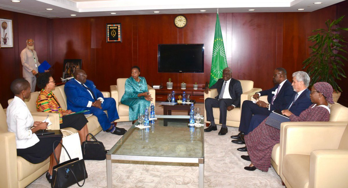 Held a meeting with Hon @AUC_MoussaFaki, Chairperson of the African Union Commission. We discussed regional security with specific focus on the transitional process in the Sudan.