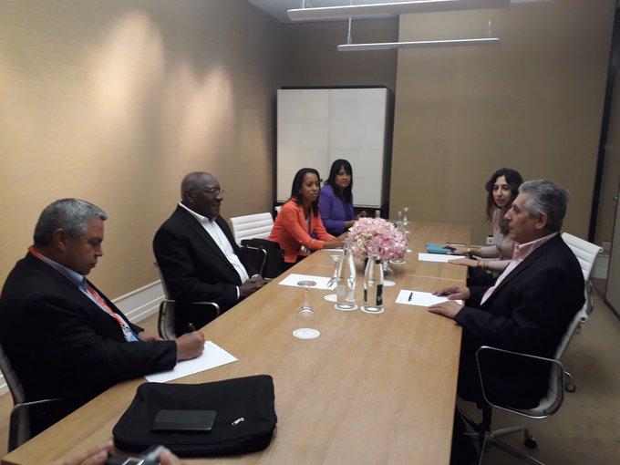Salvador Valdes meets World Trade Union Federation leader.