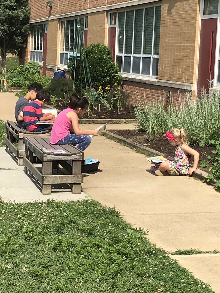 Outdoor reading time <a target='_blank' href='http://search.twitter.com/search?q=HFBTweets'><a target='_blank' href='https://twitter.com/hashtag/HFBTweets?src=hash'>#HFBTweets</a></a> <a target='_blank' href='https://t.co/9jw2SxDXUM'>https://t.co/9jw2SxDXUM</a>