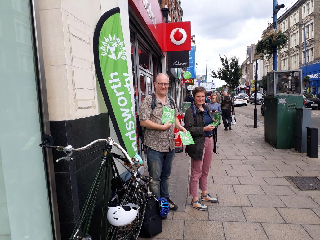 Interactioning with the public on putney high street. Many aware of bad air quality but shocked when the full scientific facts are explained in detail. Our flyers contain independent air monitoring figures that are causing quite a shock   #CleanAirDay  #AirPollution  #NO2idling