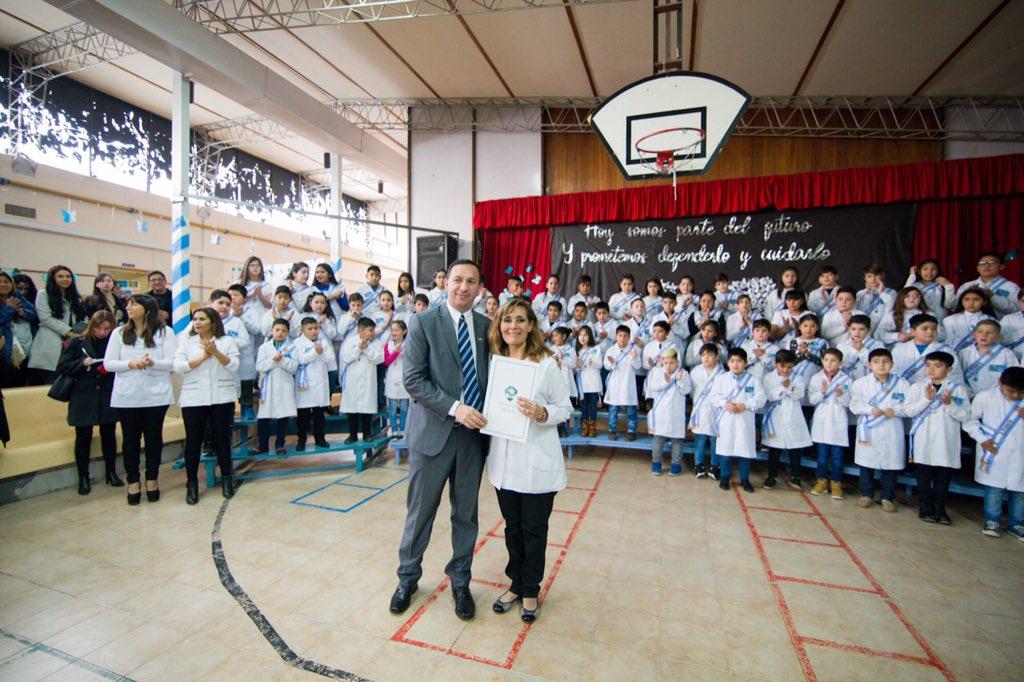 #DíaDeLaBandera 🇦🇷 | El intendente Adrián Maderna presidió el acto de promesa a la bandera de los alumnos en la Escuela N°40. Estuvo presente el ministro de Educación, Leonardo De Bella