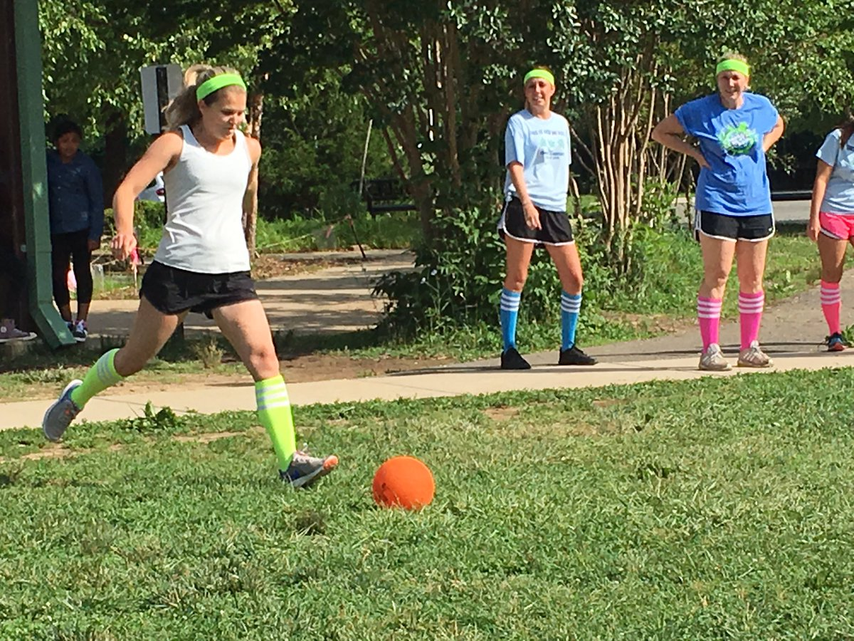 The annual <a target='_blank' href='http://twitter.com/CampbellAPS'>@CampbellAPS</a> 5th grade vs teacher kickball game! <a target='_blank' href='https://t.co/vDck0a3QDh'>https://t.co/vDck0a3QDh</a>