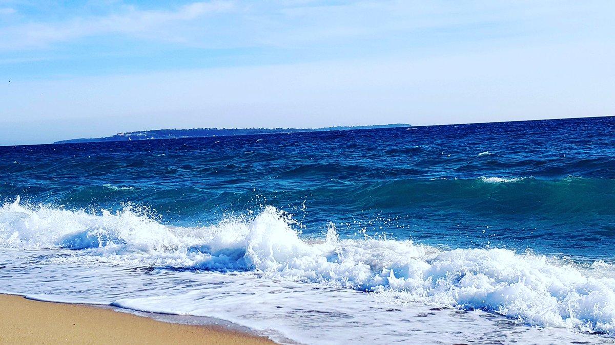 🌞🌞⚓⚓🌊🌊 #magnifiquefrance #sun #sunset #sunrisers #sky #soleil #mer #sea #blue https://t.co/Jzdle0H9IQ