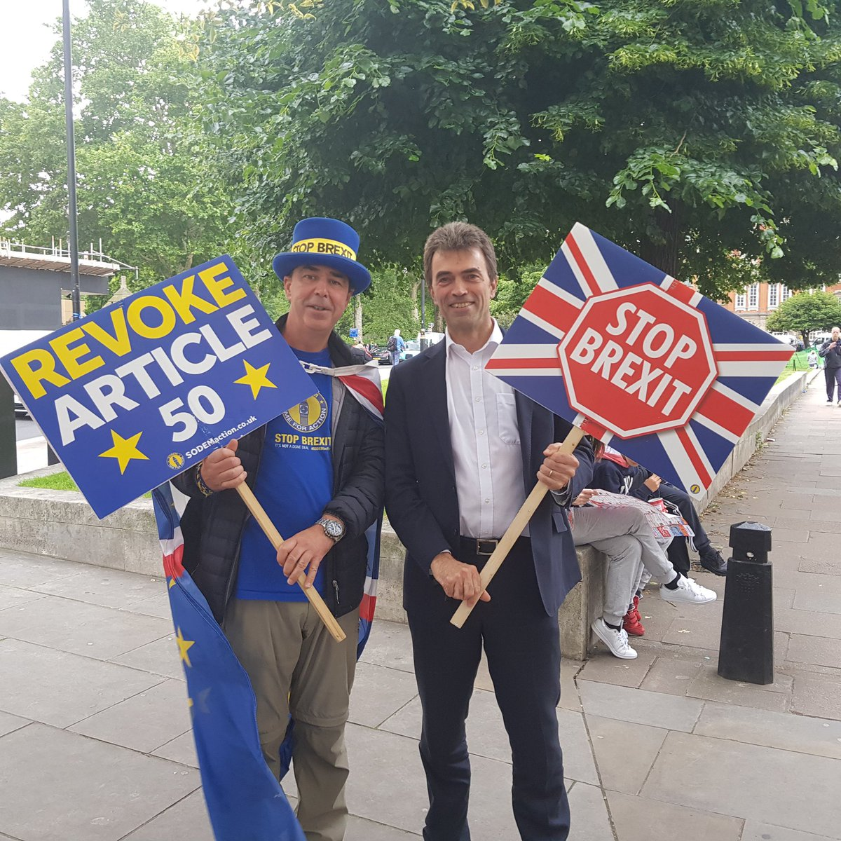 Always lovely to see @thomasbrake MP. The message is clear: #BollocksToBrexit #StopBrexit