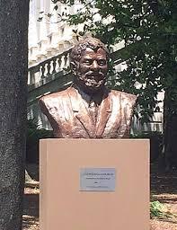 """Estátua de #Lula  """"nos Estados Unidos""""...  😏            🤔                     🤨                                 🙄  Ao lado da """"#CasaBranca"""" em '#Washington'#DC✔️✍️  &      prá quem não gostou, o choro é livre...😭  #LulaLivreQuintaSDV"""