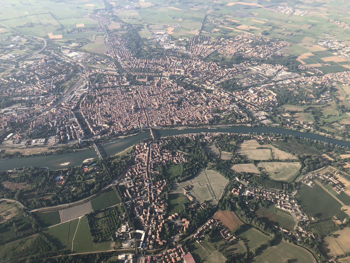 I reckon it's possible to write an entire book on #SpaceSyntax using just this image of Pavia: - line - intersection - grid - foreground & background hierarchies - pervasive centrality - boulevards - avenues - principal land use attractors - linescape urbanism - linear growth ...